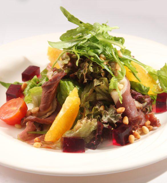 Salad with roast beef and orange on plate