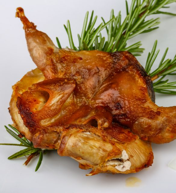 Grilled quail with rosemary and onion rings