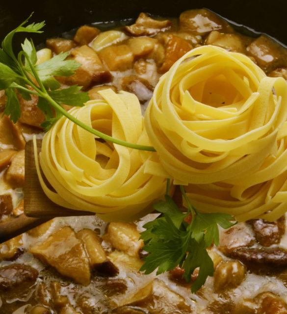 Tagliatelle con porcini Cucina italiana Italian cuisine